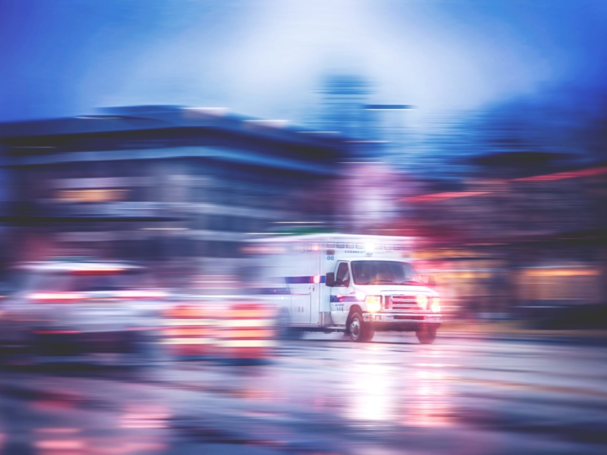 Ambulance_blur - Copy